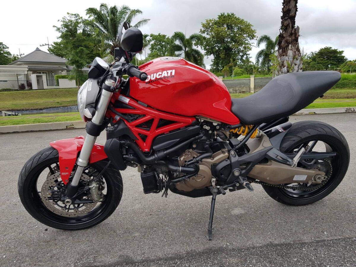 Ducati_Monster_ 821_(33)